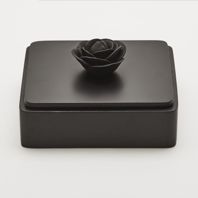 Black Rose | Decorative box with a black porcelain flower