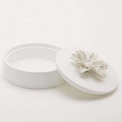 Many | Decorative lacquered box with a white ceramic flower