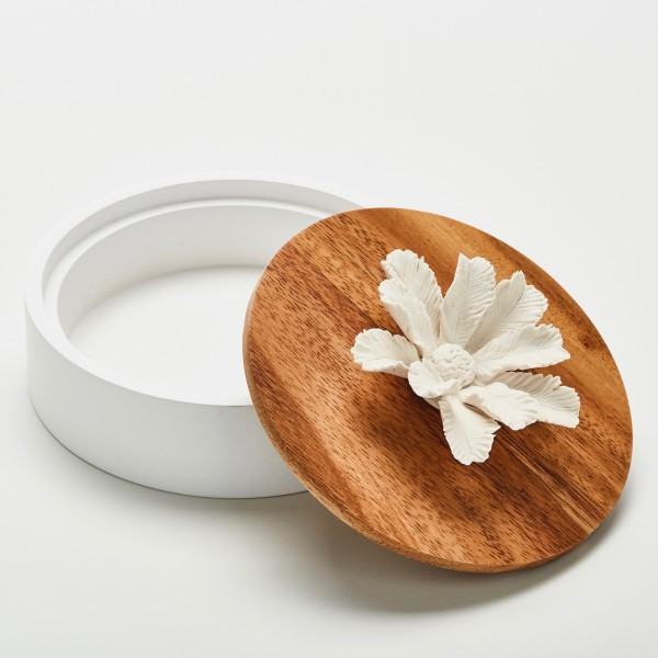Namou | Decorative box with a white ceramic flower