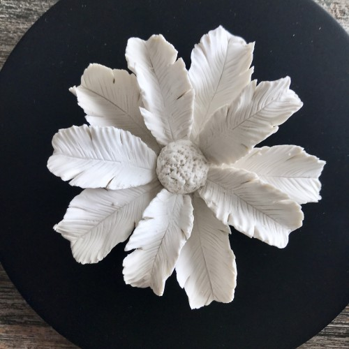 Palmi | Decorative box with a white ceramic flower