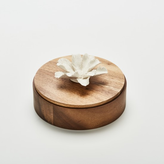 Tiari | Decorative box with a white ceramic flower